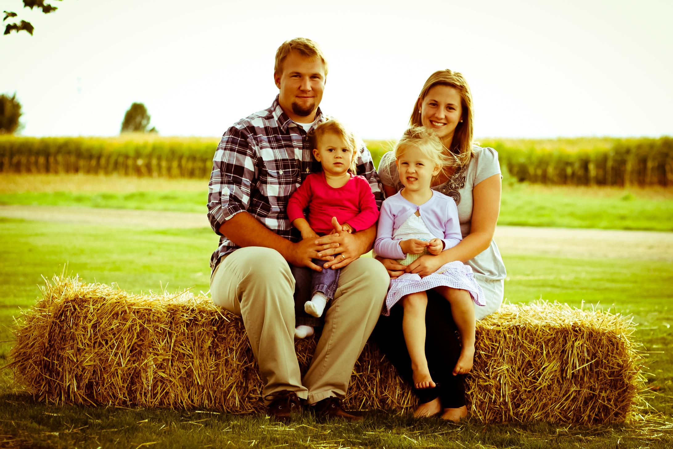 Fall Family Farm Photo Shoot - Chaunie Brusie  Fall Family Far...