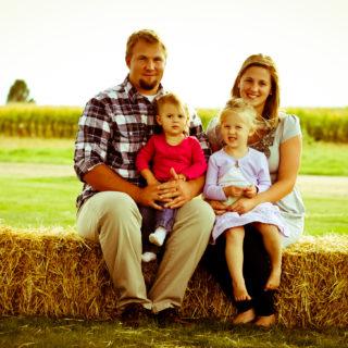 Fall Family Farm Photo Shoot